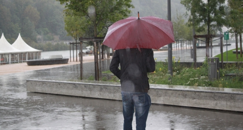 pluie-violente-parapluie11